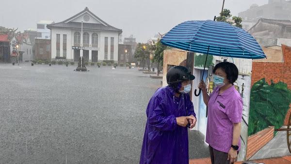 彰化豪雨狂灌鹿港公會堂及老街 啟動抽水站排除淹水
