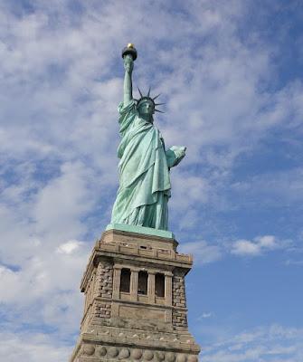 Foto da estátua. A história da Estátua da Liberdade