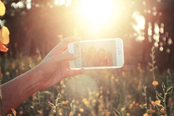 8 Kepribadian Seseorang Dilihat Dari Gaya Selfie