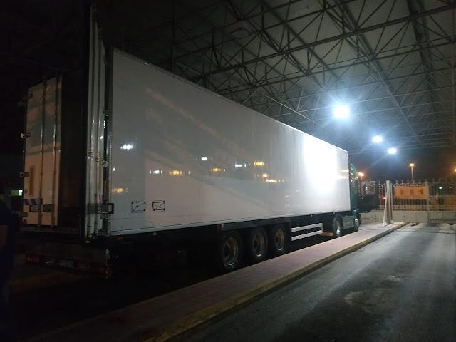 Πάτρα: Είχαν σε φορτηγό με καρπούζια κρυμμένους 20 αλλοδαπούς (βίντεο)