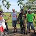 Disela-sela Istirahat Babinsa Koramil 05/Lubuk Alung Komsos Dengan Petani