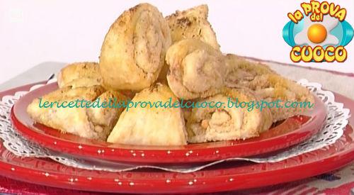 Ricetta dei Triangoli di burro e zucchero da La Prova del Cuoco