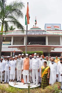 madan-mohan-flag-hoist-congress-office