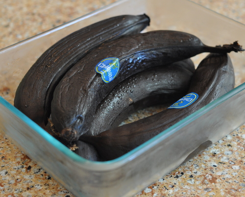 Black Bananas ♥ KitchenParade.com, black bananas (not brown or spotted bananas) are best for baking.