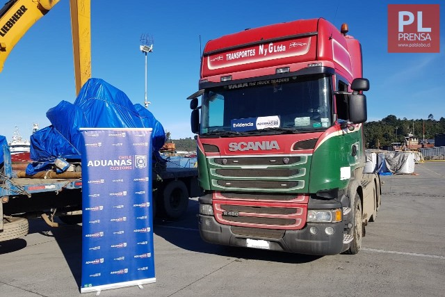 Aduanas decomisan camión y minibús por infringir normativas de Zona Franca