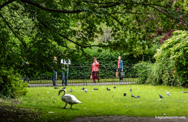 St. Stephen's Green, parque público no Centro de Dublin, Irlanda