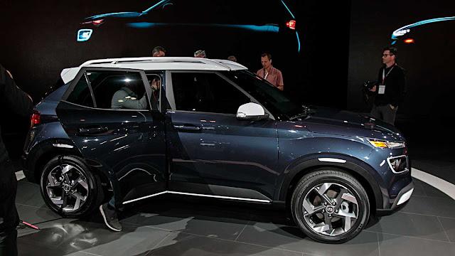 Yeni Hyundai Venue, düz vitesli bir otomobil olmasına rağmen araçta debriyaj pedalı bulunmuyor ve debriyaj, vites değiştirileceği zaman otomatik devreye giriyor.