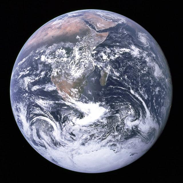 The Blue Marble, Bumi Bola Bulat Pepat