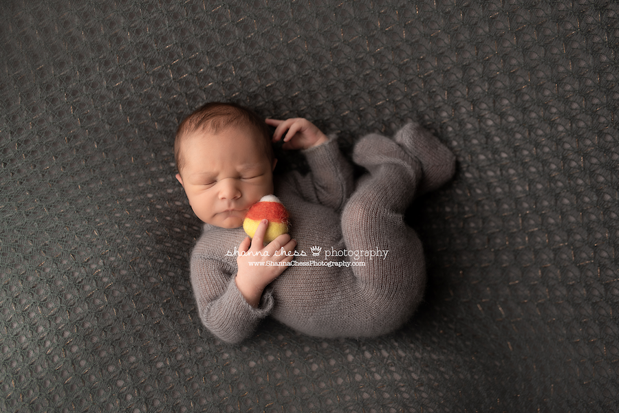 October baby photo ideas, Eugene Oregon newborn photographer