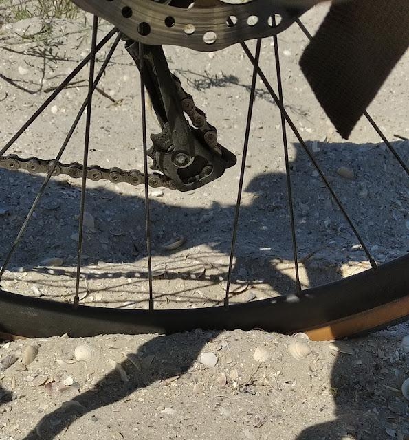 Песок и велосипед