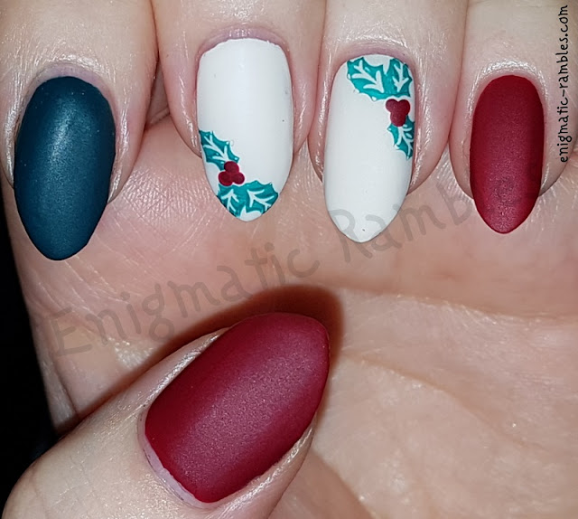 Festive-Holly-Nails