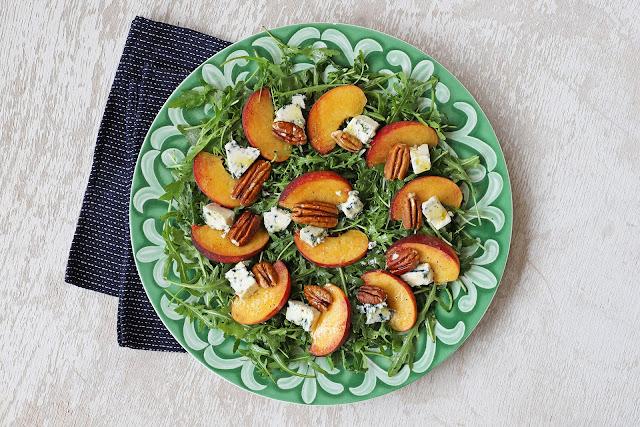 Συνταγή για Σαλάτα με Ροδάκινα και Ροκφόρ
