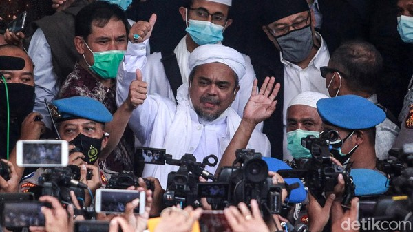 Habib Rizieq Didakwa Tak Patuhi Prokes dan Halangi Petugas di Megamendung