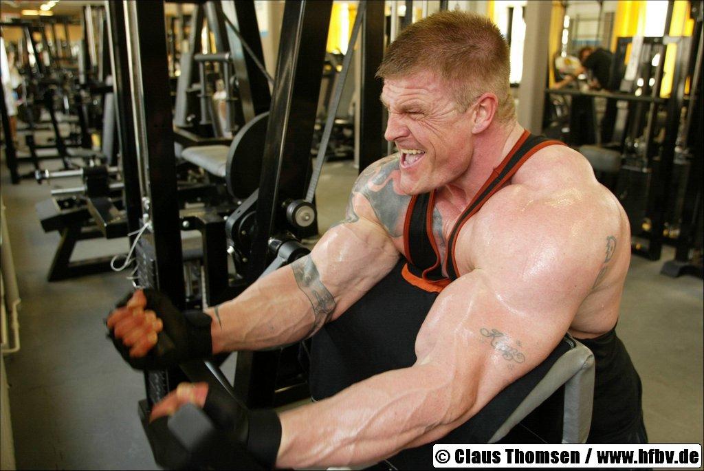 Dating a female bodybuilder - 3 1