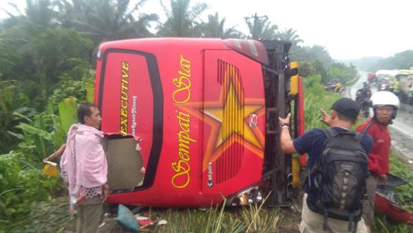 Bus yang terguling dan menewaskan 3 penumpangnya