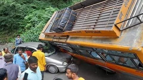 उत्तराखंड समाचार: हल्द्वानी से द्वाराहाट जा रही केमू बस अचानक हुए ब्रेक फेल, यात्रियों की अटकी सांस ।