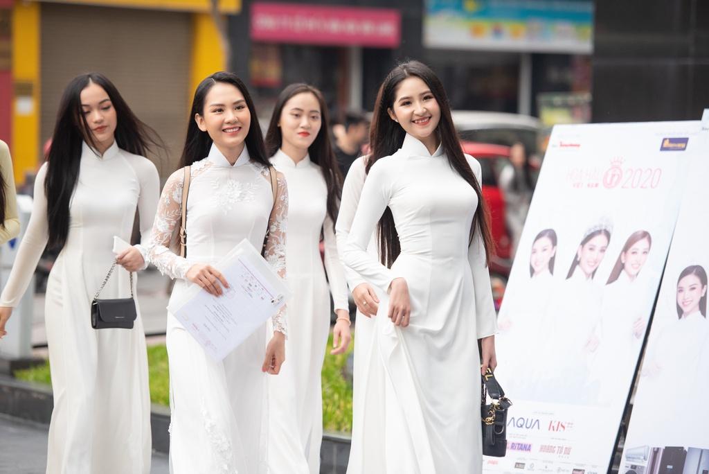 Dàn thí sinh khoe sắc tại sơ khảo Hoa hậu Việt Nam 2020