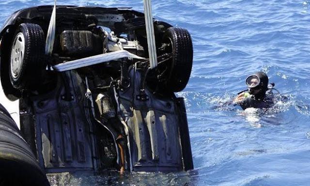 ΤΩΡΑ: Αυτοκίνητο έπεσε στη θάλασσα στο Παλαιό Φάληρο