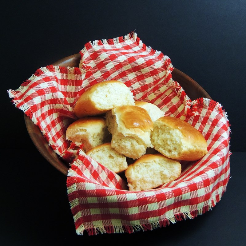 This Quick and Easy Dinner Rolls recipe will have hot fluffy rolls on the table for dinner in no time flat! #bread #rolls #easy #baking #thanksgiving #christmas #easter #recipe   bobbiskozykitchen.com