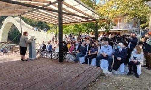 Ήταν το όριο μεταξύ της ελεύθερης και της υπόδουλης Ελλάδας. Αποτέλεσε το σύμβολο της συμφιλίωσης.. Σήμερα είναι το σύμβολο της συνεργασίας που μπορεί να κάνει την χώρα δυνατή.