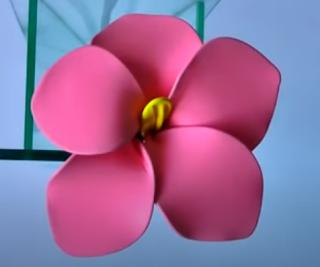 Blume aus Luftballons und Draht geformt.