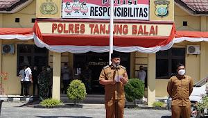 Plt Wali Kota Tanjungbalai Forkopimda Lepas Tim Laksanakan Penyemprotan Disinfektan Massal