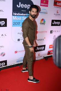 Red Carpet of Most Stylish Awards 2017 ~ Shahid Kapoor (1).JPG