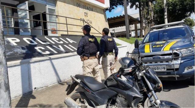 PRF recupera moto furtada na Régis Bittencourt em Registro-SP