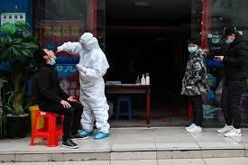 بكين ترفع حالة الطوارئ بعد تفشي كورونا مجددًا