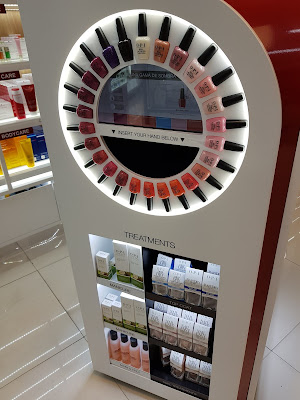O,P.I interactive display in Panama's Airport - www.modenmakeup.com