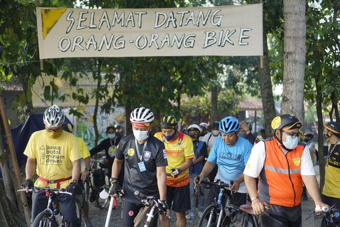 Peserta bersepeda blusukan destinasi wisata di Jogja