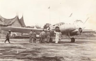 pesawat terbang jenis Avro Anson