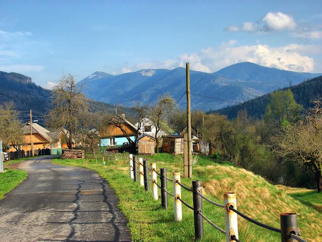 Улица Мысловки и гора Яйко Илемское (1680 м)