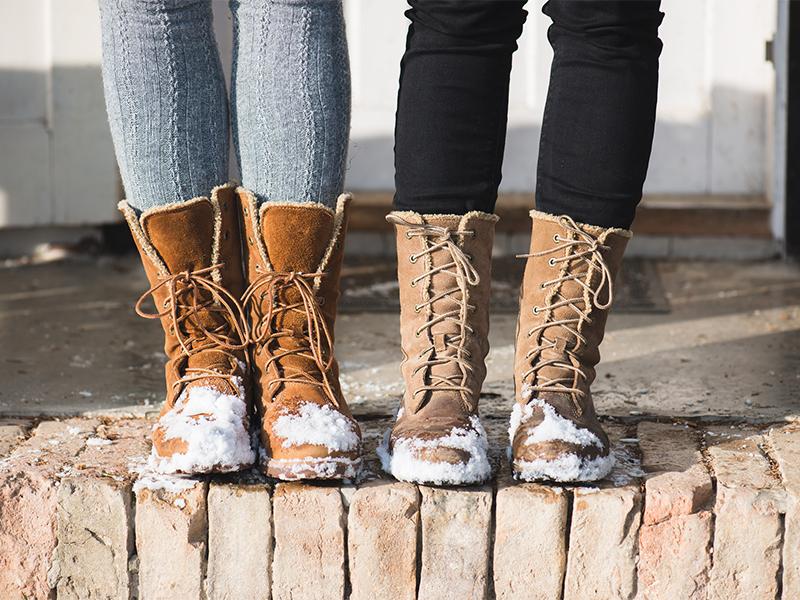 Как почистить зимнюю замшевую обувь, чтобы сохранить ее первозданный вид