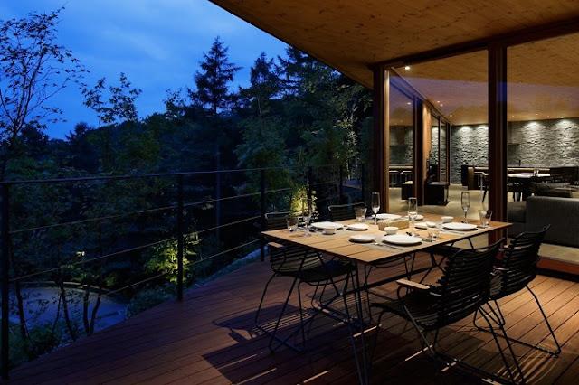 Desain Balkon Rumah sebagai ruang Makan