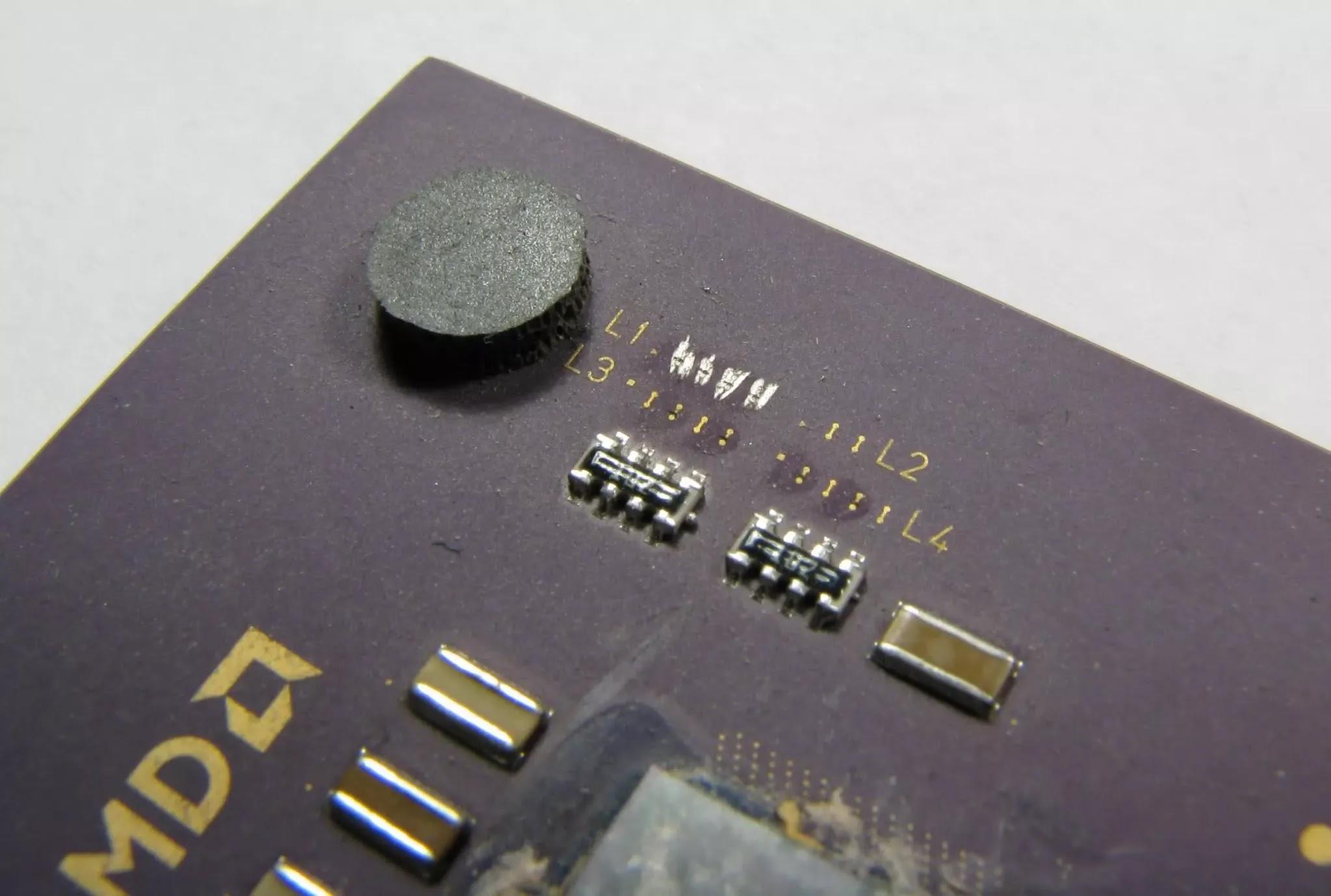 Một số bộ xử lý AMD có thể được ép xung bằng bút chì.