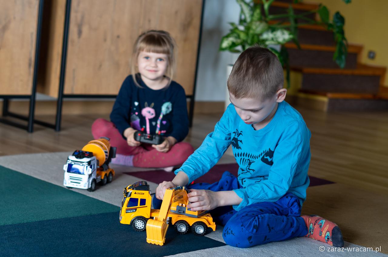 AUTO CIĘŻAROWE ZDALNIE STEROWANE FUNNY TOYS FOR BOYS