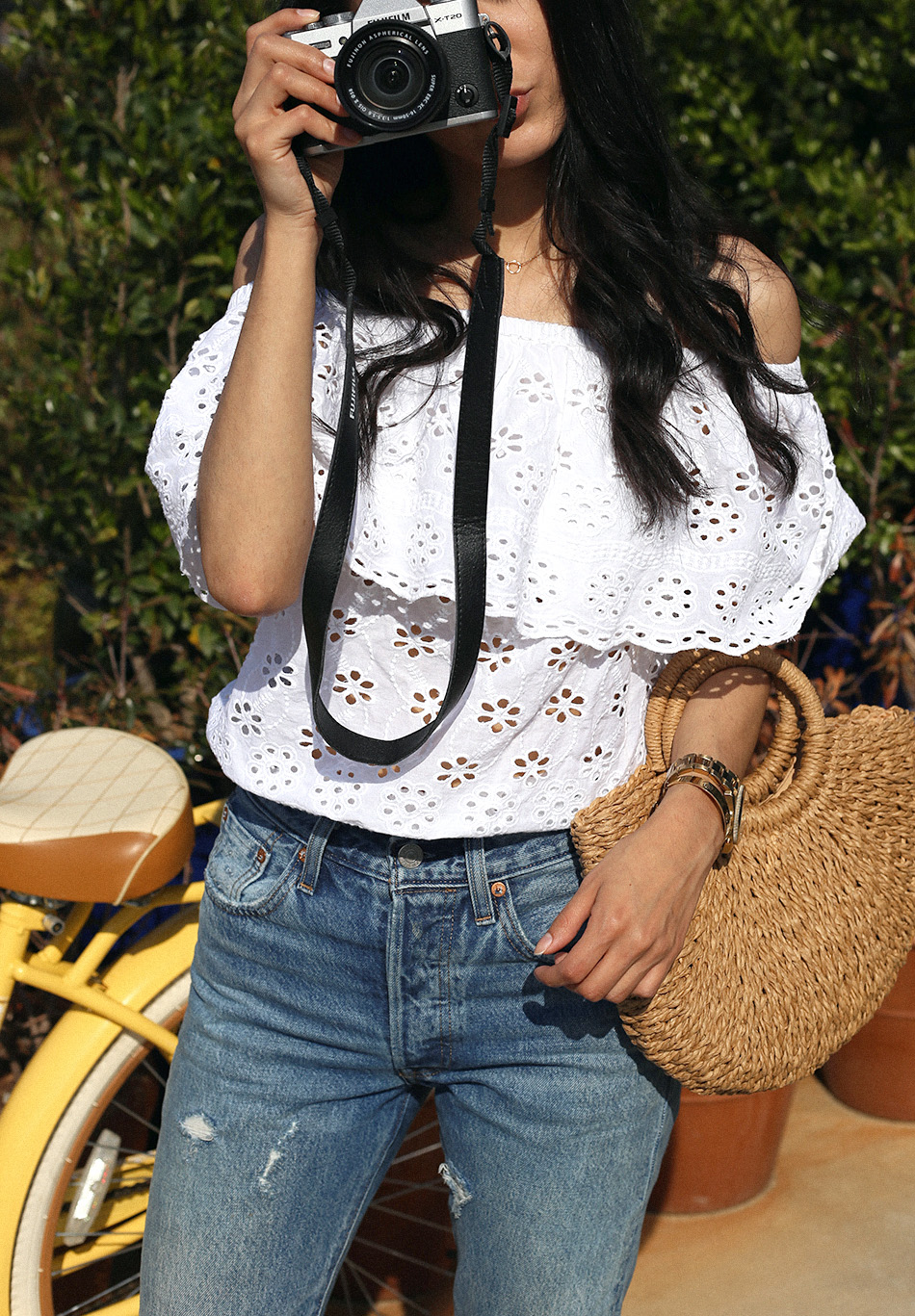 fujifilm camera blogger simply nancy blog | how to style a straw bag for summer