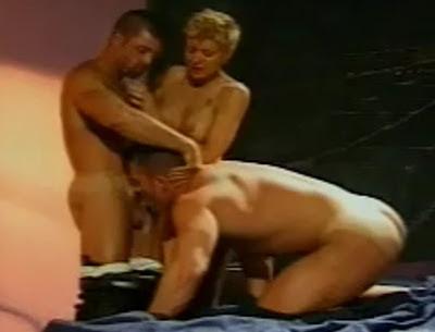 Trio bisexual de mujeres - 1 part 2
