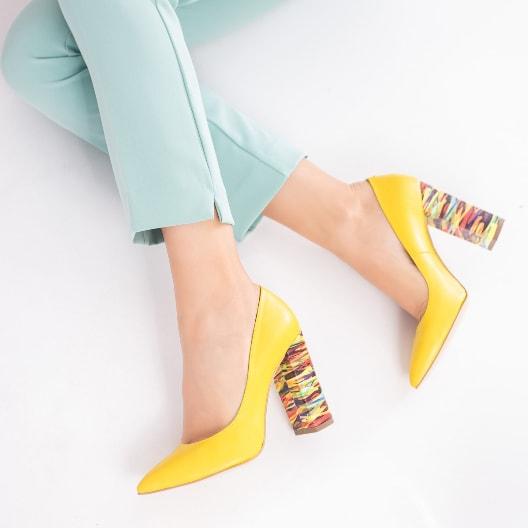 Pantofi galbeni de zi cu toc gros colorat din piele naturala