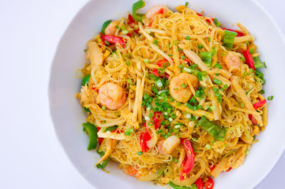 Hot and Delicious Singapore Noodles Recipe         |          ChocoViral