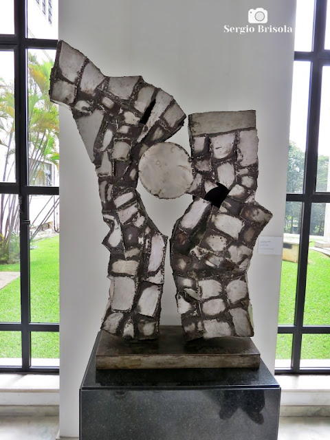 Close-up da Escultura O Encontro - Palácio dos Bandeirantes - Morumbi - São Paulo