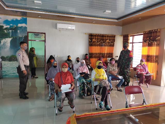 Babinsa Ceper Dampingi Penyaluran  BST Tahap III