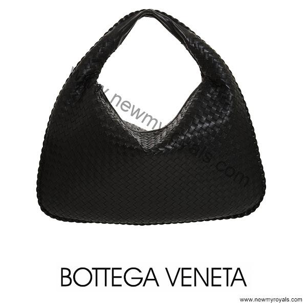 Bottega%2BVeneta-Veneta%2BMaxi%2BHobo%2BBag.jpg