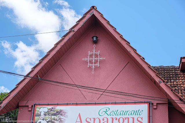 Casa na Rua David Carneiro - detlahe de ornamento de ferro