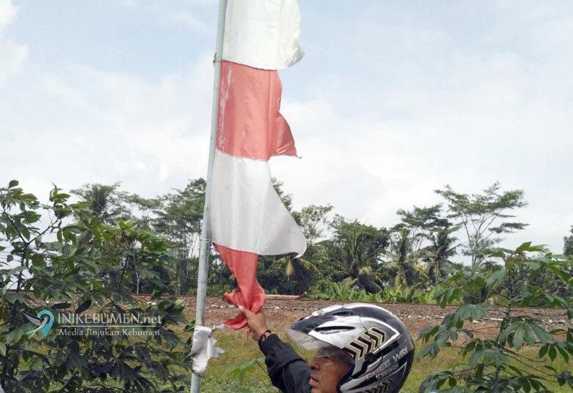 Jelang HUT Kemerdekaan RI, Warga Dilarang Kibarkan Bendera Merah Putih Robek