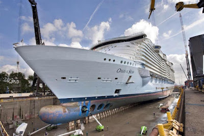 Stem of Oasis of the Seas