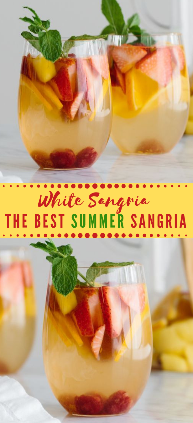 WHITE SANGRIA WITH MANGO AND BERRIES #sangria #drink #mango #cocktail #party
