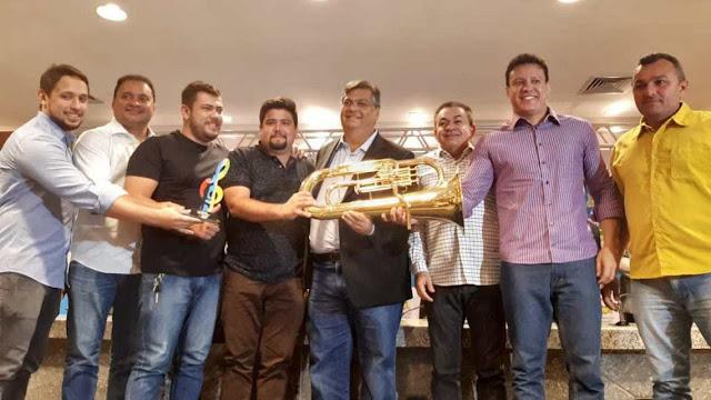 Em São Luís, Prefeito Fernando Teixeira recebe instrumentos musicais para Cidelândia!!!
