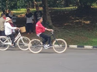Santai Bersepeda sementara Wamena Berduka, Jokowi Dipertanyakan Publik